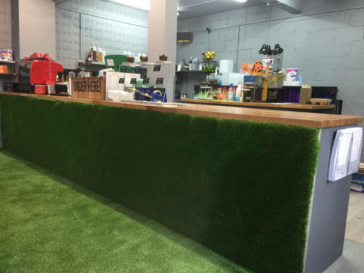 Portobello Juice Hub Faux Grass Interior