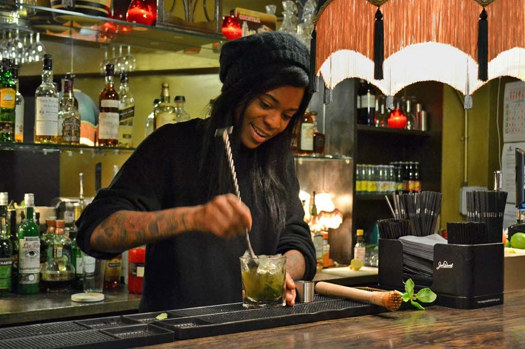 Mixing up a mint Julep at Aces. Photo: Stephen Emms / London Belongs To Me